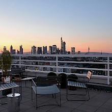 View into the sunset from the roof terrace - OutOfOffice Frankfurt Sachsenhausen